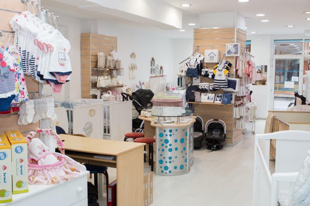 eedb34f51f2 Στο κατάστημα θα βρείτε παιδικά έπιπλα κρεβατάκια, καροτσάκια, προίκα  μωρού, βαπτιστικά ρούχα ...